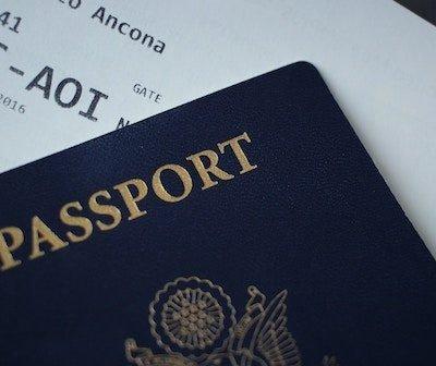 pasaporte con tarjeta de embarque
